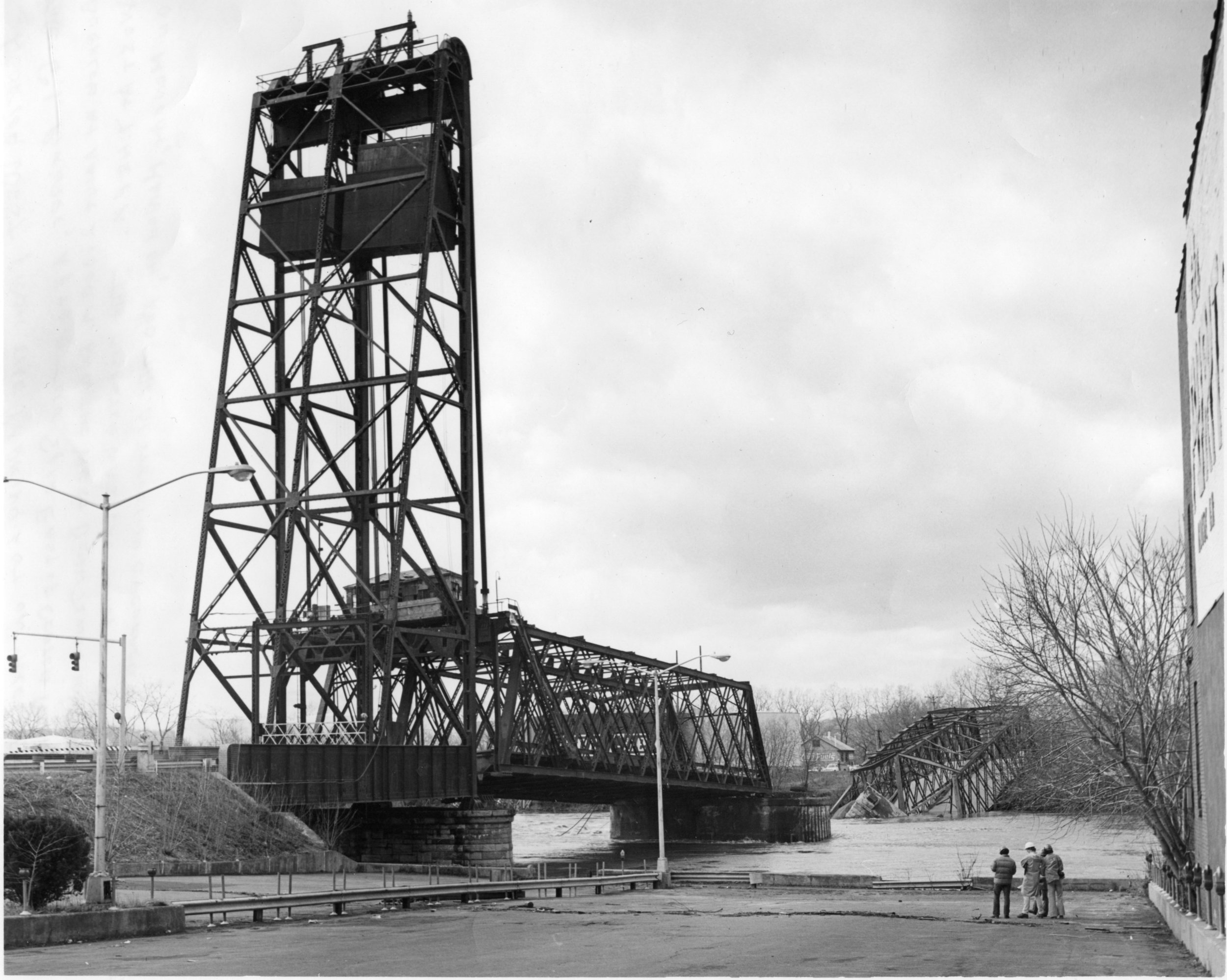 GI Bridge Gene Baxter 03-15 1977 lkg west draw tower and span collapsed.jpg