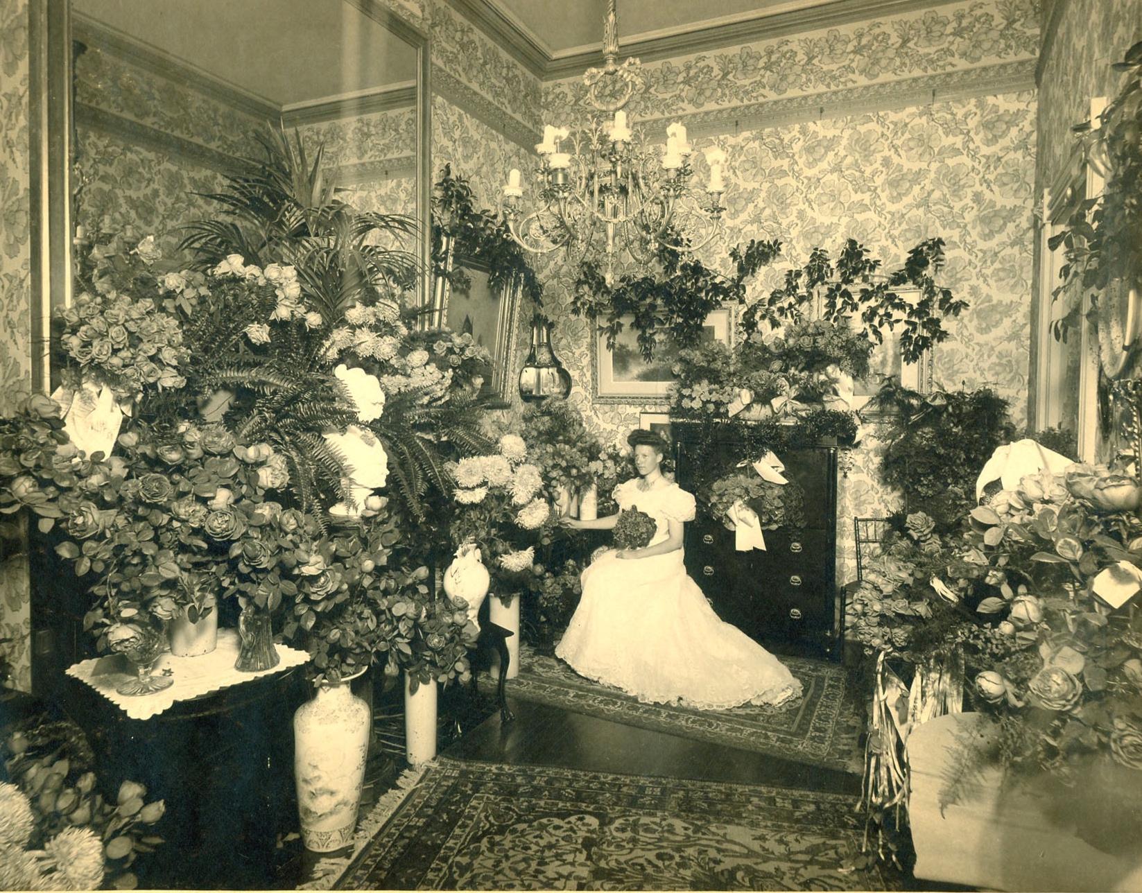 George+Amanda+Cluett+1904+Beatrice+w+flowers.jpg