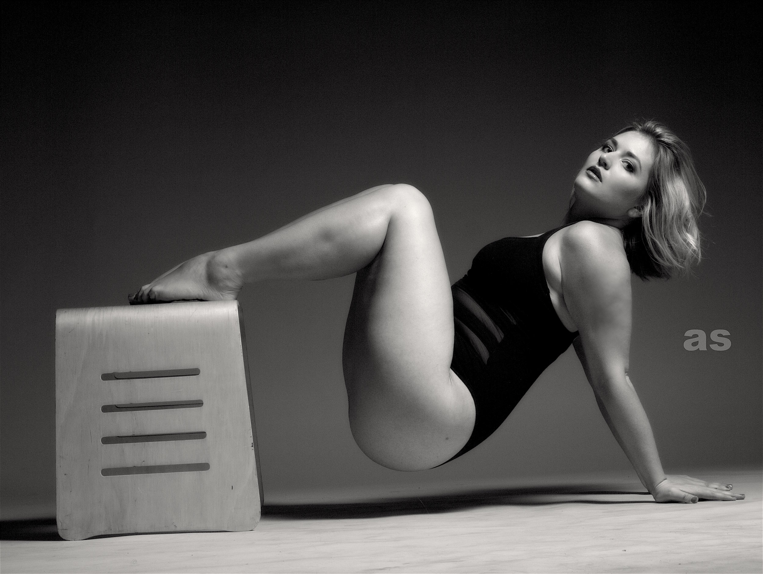 Katie Carpenter curves in black and white