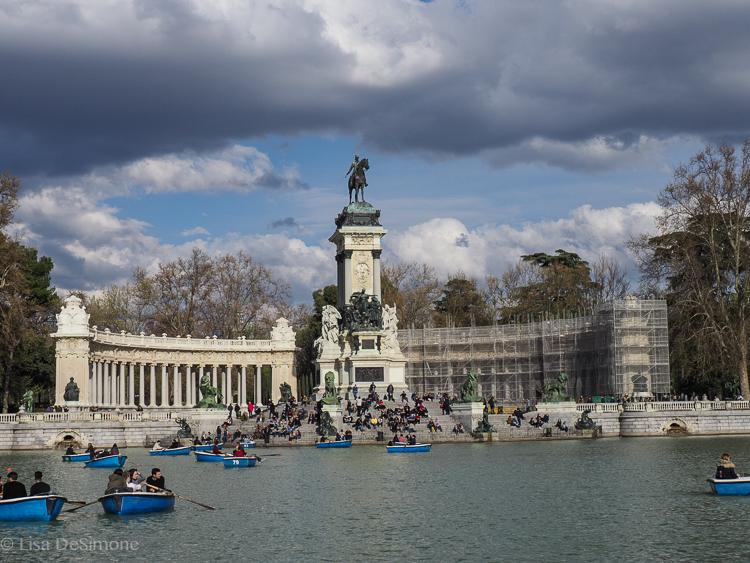 the lake in retiro park