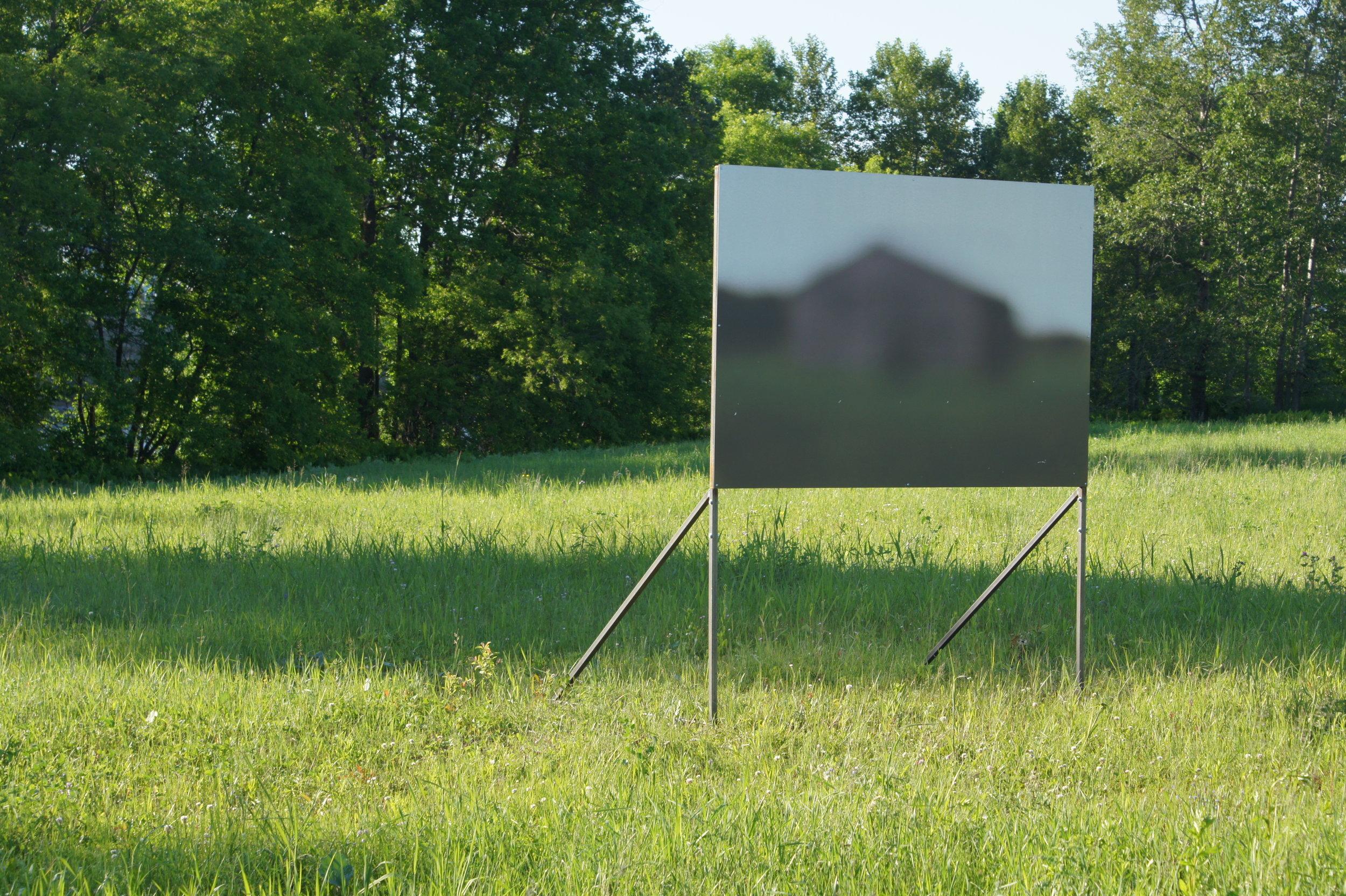 Jason Arsenault, Monuments flous 2012, crédit : Véronique Lépine, Julie Villeneuve et Yves Marceau
