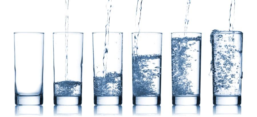 Musical_Glasses_pouring_water_xl_22429309_(Custom).jpg