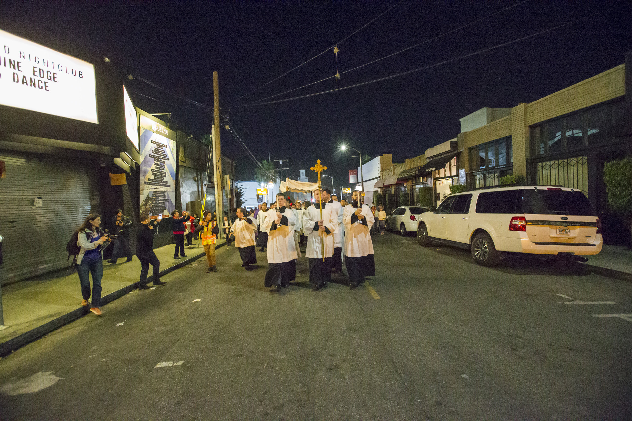 2016.12.03_hollywood_procession7.jpg