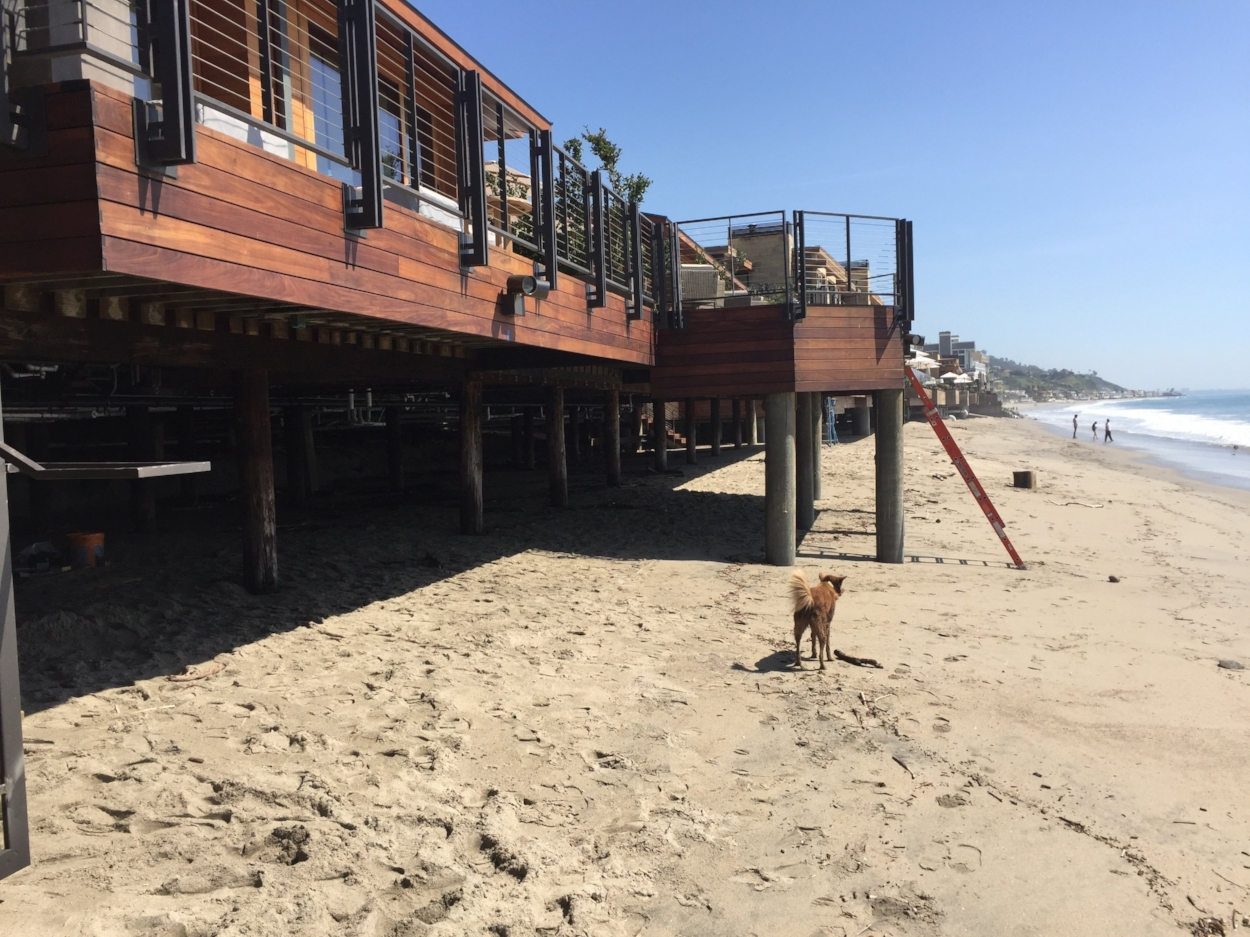 Upstairs, downstairs:Hunde sind am Strand vor dem Soho Beach House verboten
