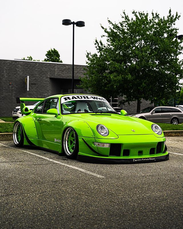 @benharmony / @rwbphiladelphia decided to stop by while @rwb_delaware was being built! It's hard enough to see one RWB but we were lucky enough to have two!