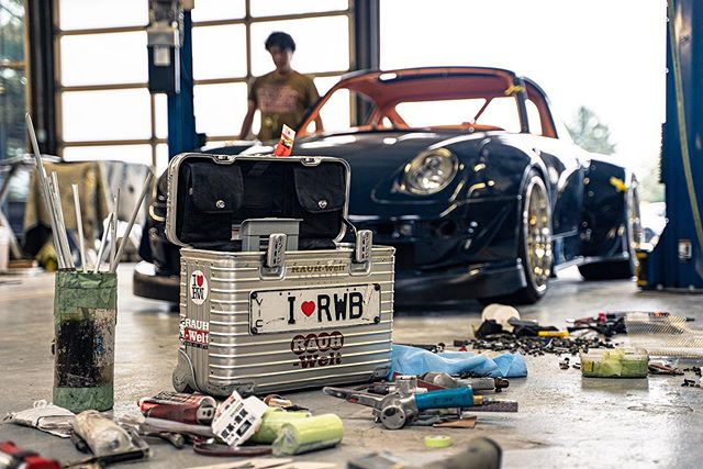 Unfortunately Nakai lost his luggage when he arrived to build @rwb_delaware. It was the first time he ever lost his luggage out of all of the RWB's he has built. Luckily though the bags were recovered on the second day of the build and he was able to finish what he started!