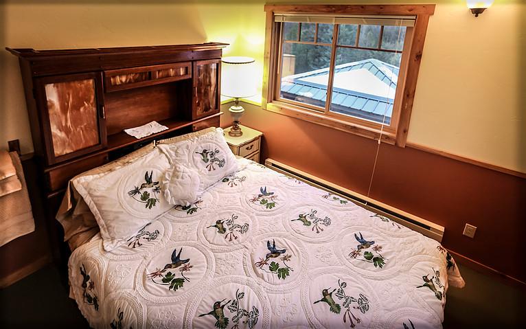 Queen Bed, Calendula Room