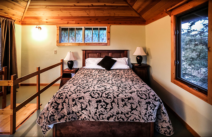 Queen Bed, Eagle's Nest