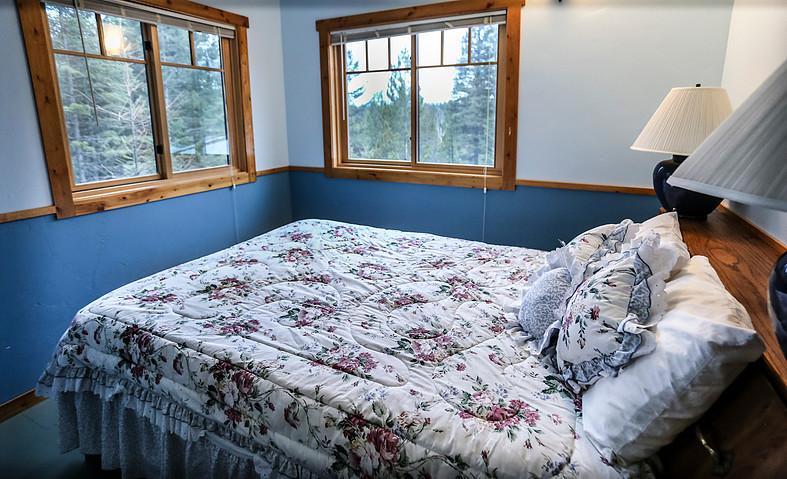 Queen Bed, Lavender Room