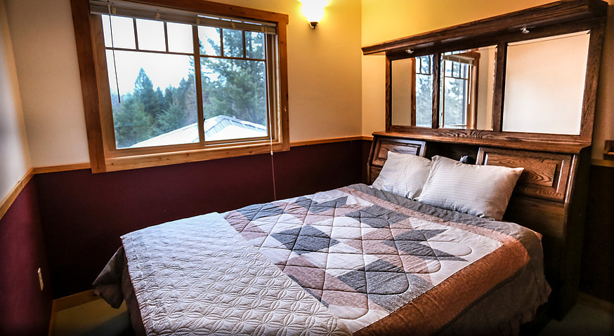 Queen Bed, Rose Room