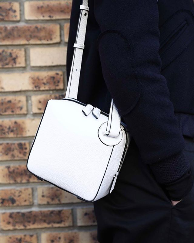 Good Looking . THE ONE Crossbody in White Grain Leather with Black Edges . Photo @aude_lerin  Styling @nicolasbaurain . #baurain #baurainofficial #barbicanism #unisex #genderless #bags #accessories #theone #crossbody #leather #iwant #ineed #bagporn #white #whiteandblack #blackandwhite