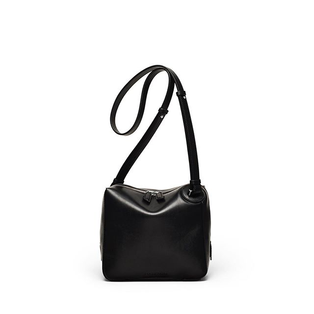 Small Guy . The ONE Medium Crossbody in Black Smooth Leather . #baurain #baurainofficial #barbicanism #unisex #genderless #bags #accessories #one #duffle #black #bag #leather #iwant #ineed #bagporn #smallguy