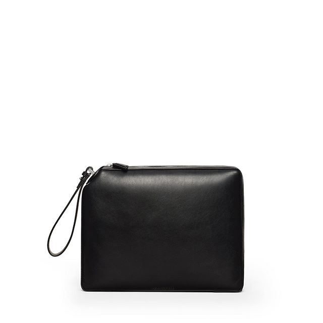 Average Guy . The ONE Portfolio Clutch in Black Smooth Leather . #baurain #baurainofficial #barbicanism #unisex #genderless #bags #accessories #one #duffle #black #portfolio #clutch #leather #iwant #ineed #bagporn #average guy