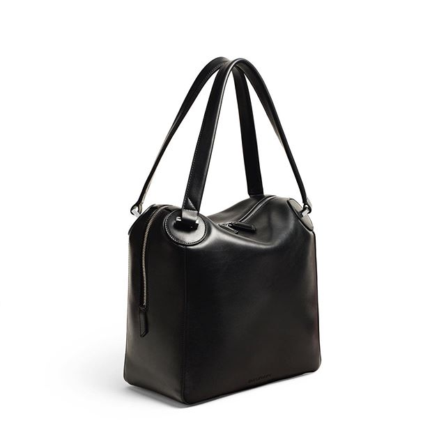 it's all about angles . The ONE Large Duffelin Black Smooth Leather . #baurain #baurainofficial #barbicanism #unisex #genderless #bags #accessories #one #duffle #black #bag #leather #iwant #ineed #bagporn #itsallaboutangles