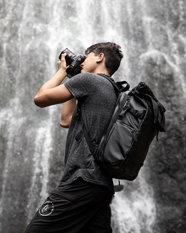 #ad Stoked to do some work with @wandrd!! I've been a big fan of their products ever since they first launched on kickstarter! . I was really excited to test out the legendary waterproofing on their PRVKE backpack lineup! @yoshimura.creative and I put it to the test at a local waterfall, and I was honestly relieved to see how well it held up (didn't realize until it was drenched that I hadn't taken most of my gear out 😅) . Anyway, if you haven't already checked them out, they're working on some awesome new bags that work for all occasions and lifestyles! #onebageverylifestlye #wandrd