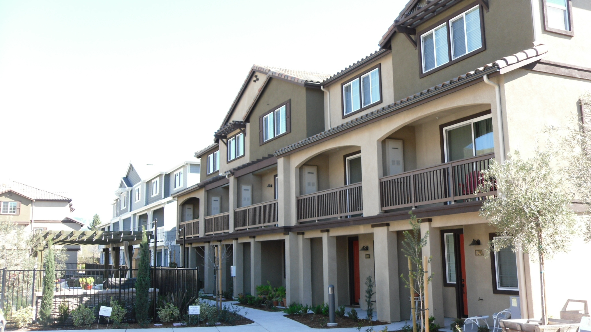 THE VILLAS AT LAUREL CREEK , PHASE IV  - SAN LUIS OBISPO, CA  Phase IV of the Villas at Laurel Creek consists of nine, three-story condominium buildings with 38 total residential units. Highly expansive underlying soils required a foundation system consisting of post-tensioned slab-on-grade construction. Praxis teamed with Montage Development to provide structural engineering design and construction phase services and worked closely with Suncoast Post-Tension to coordinate the design of the foundation with the superstructure above.  Structural Engineering Design