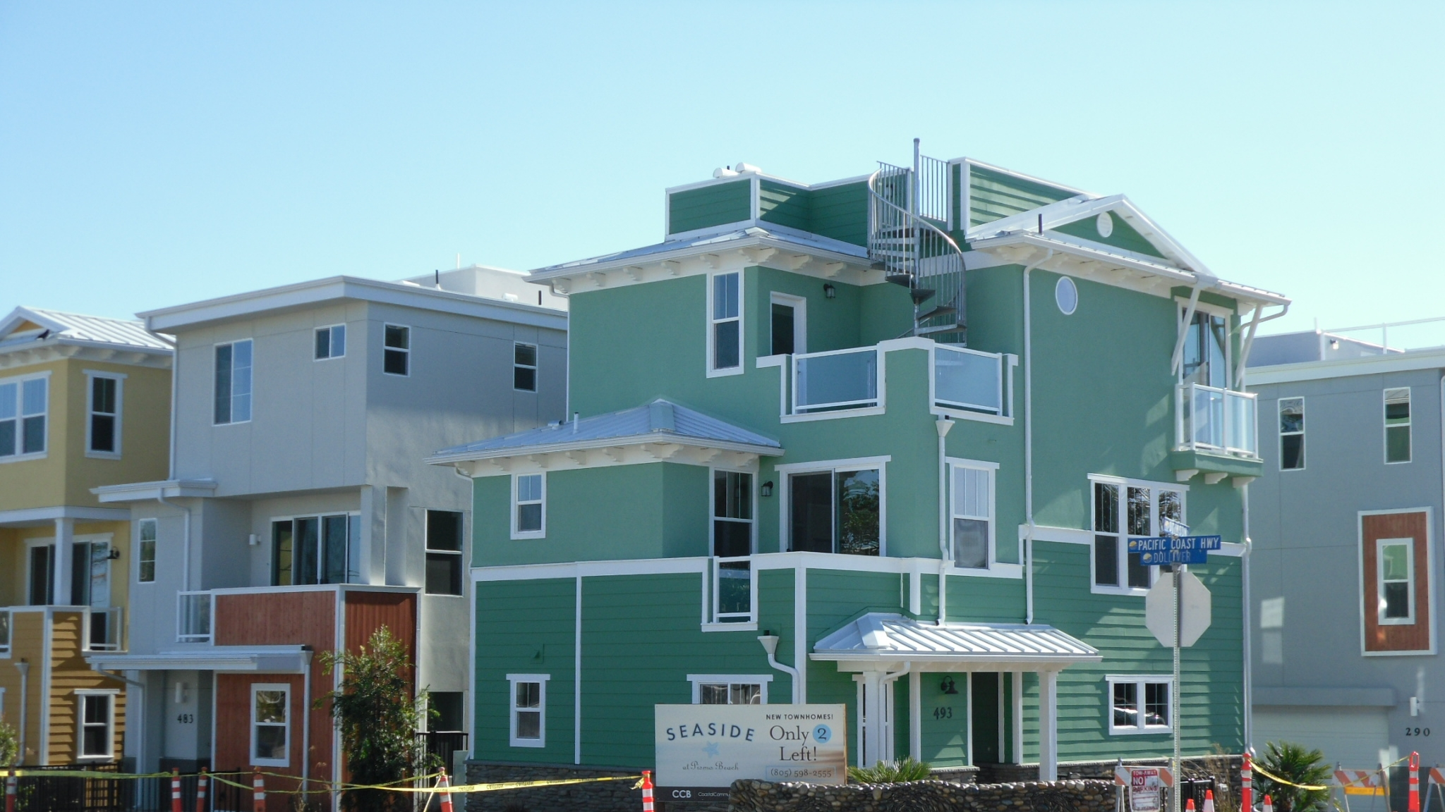 SEASIDE VILLAS  - PISMO BEACH, CA  The neighborhood of Seaside Villas consists of eight, three-story single family residences in the heart of downtown Pismo Beach. Each of the residences also has a roof deck to maximize functional building area while minimizing the overall footprint. Praxis teamed with RRM Design Group and Coastal Community Builders to provide structural engineering design and construction phase services.  Structural Engineering Design | Construction Phase