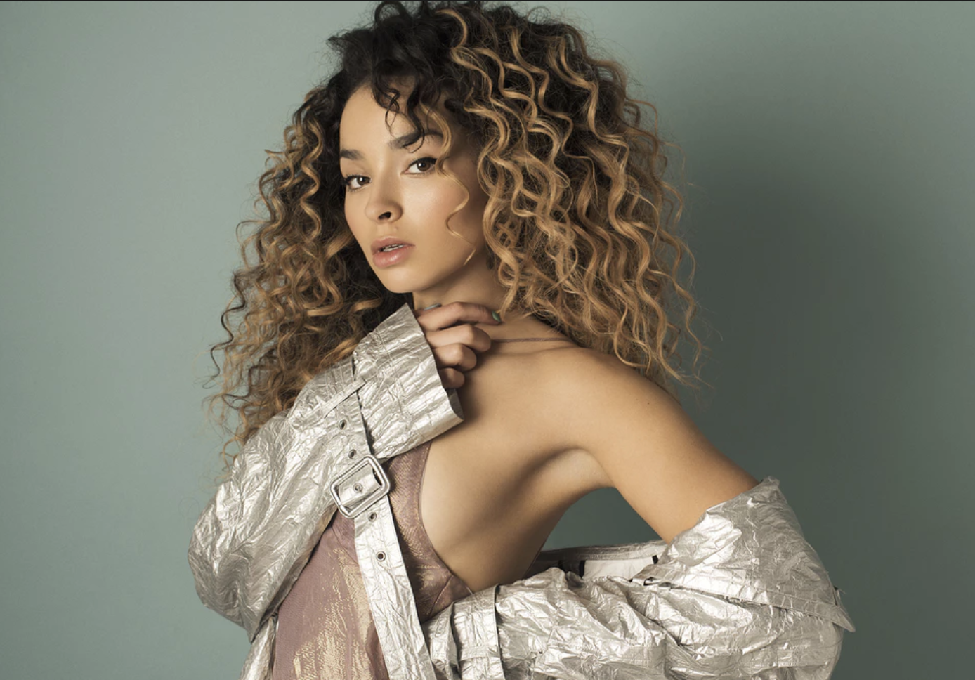 Hire Ella Eyre, Best Pop Band for Events