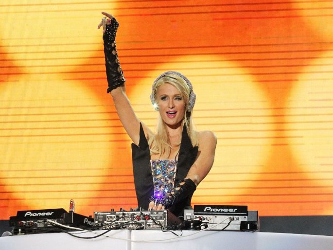 paris-hilton-dj-ravejungle.jpg