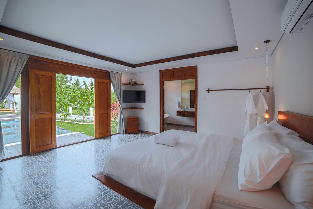 Swiss_Villa_in_Seminyak_Bali_by_Victoria_Villas_Image-1.jpg