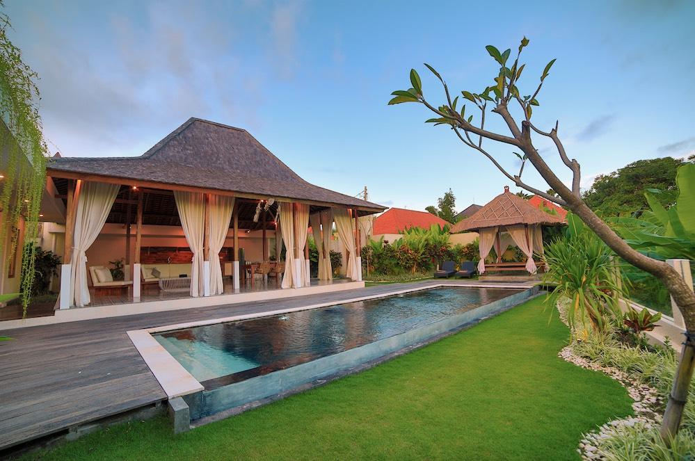 Swiss_Villa_in_Seminyak_Bali_by_Victoria_Villas_Image-3.png-2.jpeg