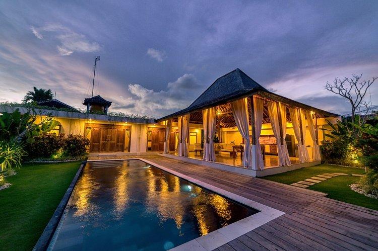 Swiss_Villa_in_Seminyak_Bali_by_Victoria_Villas_villa+swiss5.jpg