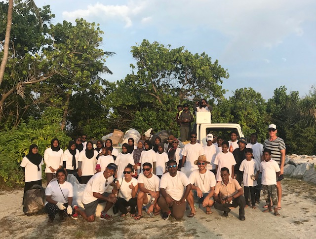 Maldive beach clean.jpg