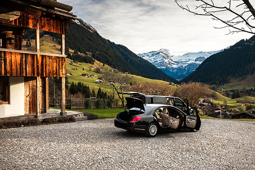 Our drivers assist you from your chalet to the check in at any national or international airport.
