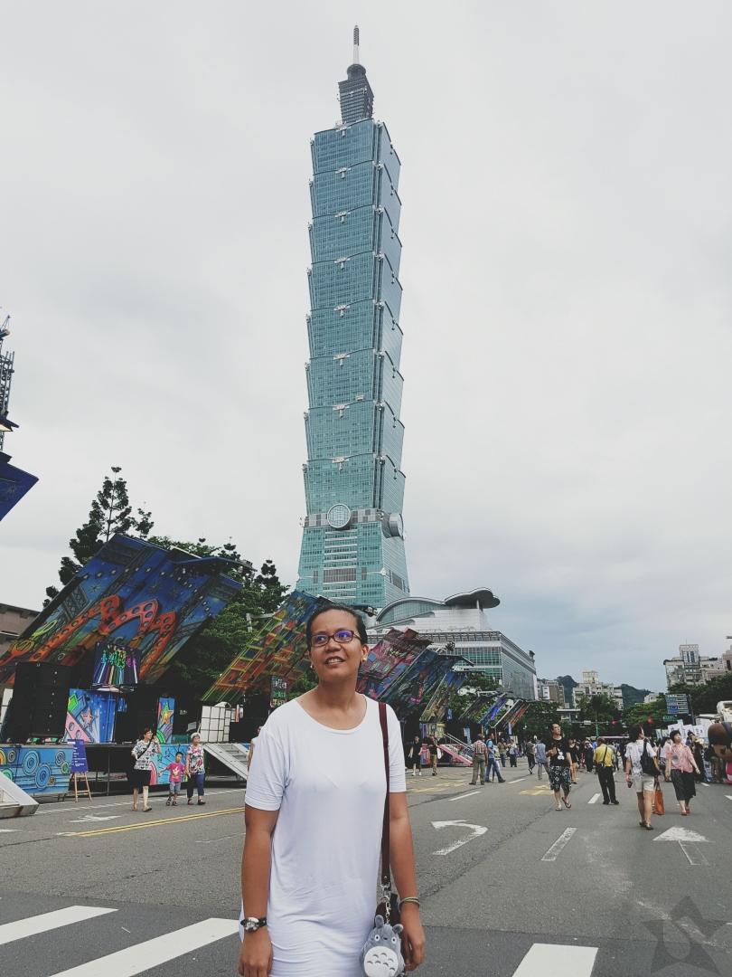 Girl and Taipei 101 View