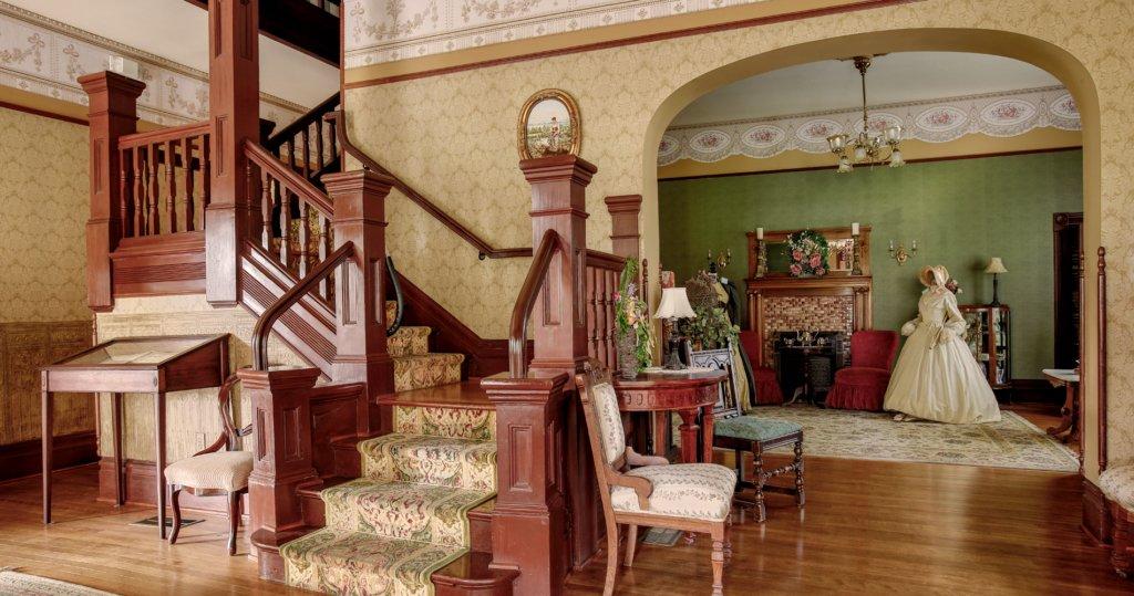 CRF-HouseTour-Staircase-1024x539-1.jpg