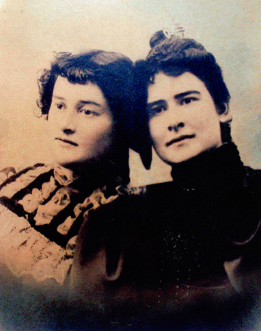 """Minnie Bell, left; Lydia """"Lil"""" Bell, right"""