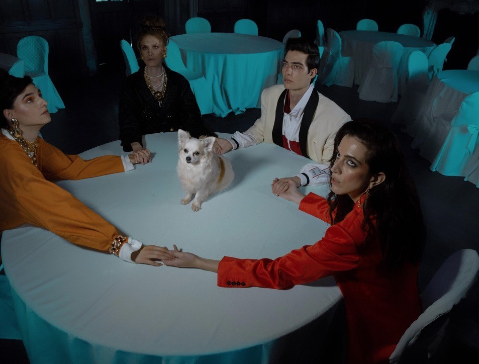 Séance with a dog for Vogue Italia. Photo courtesy of Uno Models.