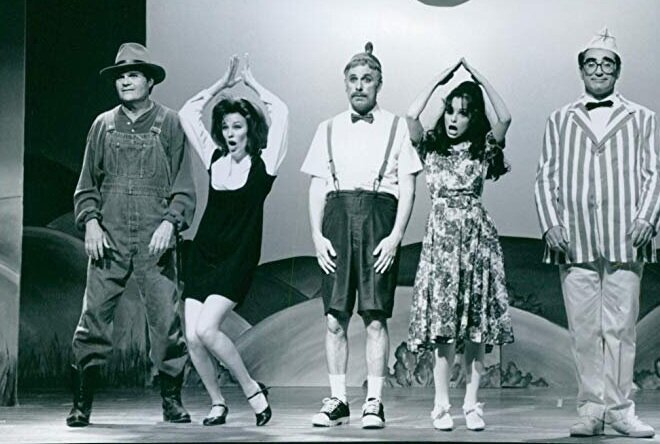 Christopher Guest (center) in Waiting for Guffman