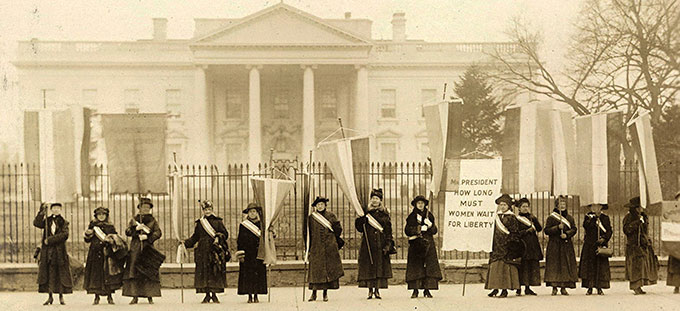 Wide White House shot.jpg