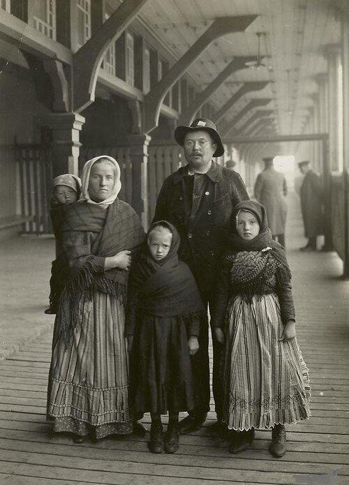 ellisislandfamily.jpg