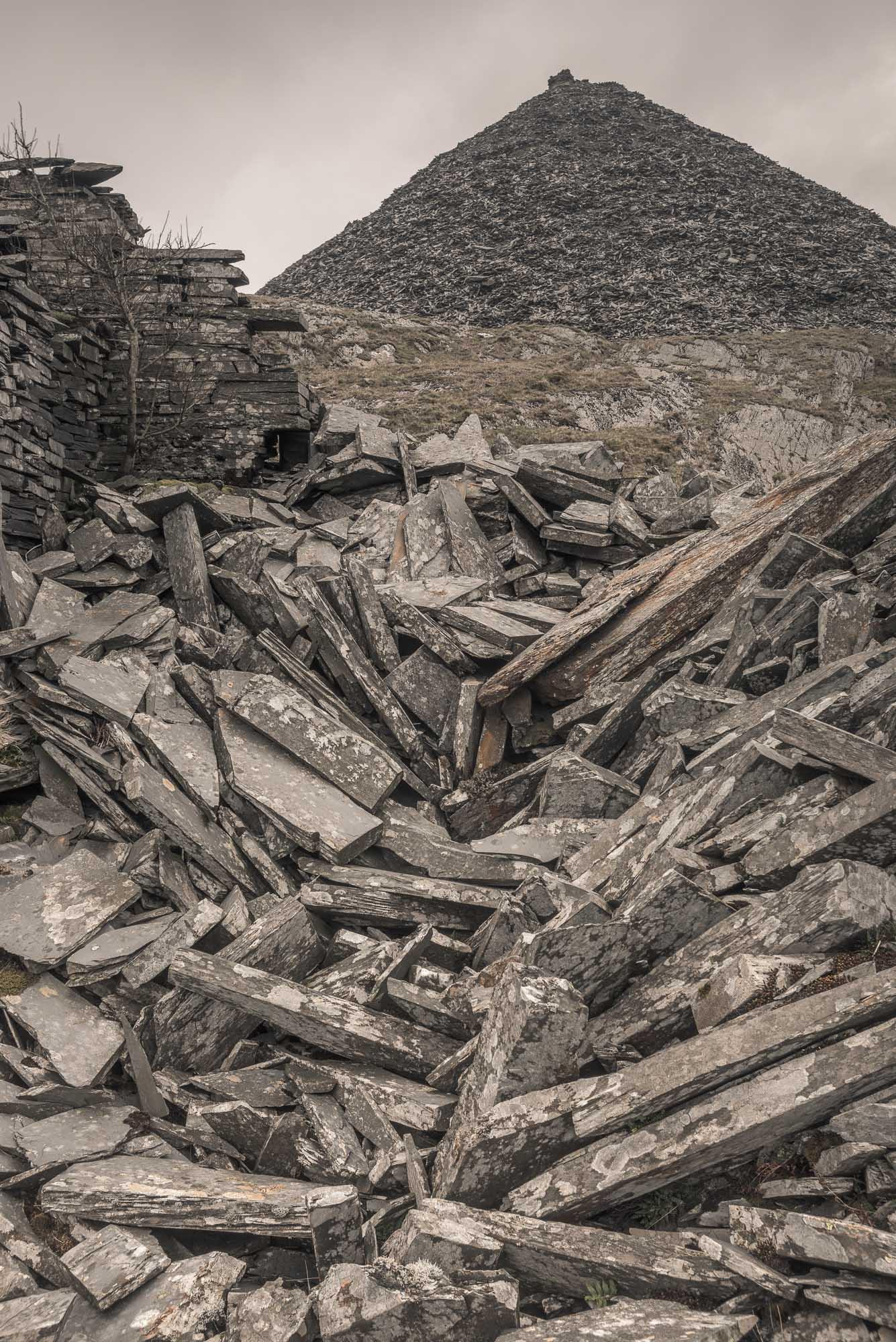 Slate babel with ruin