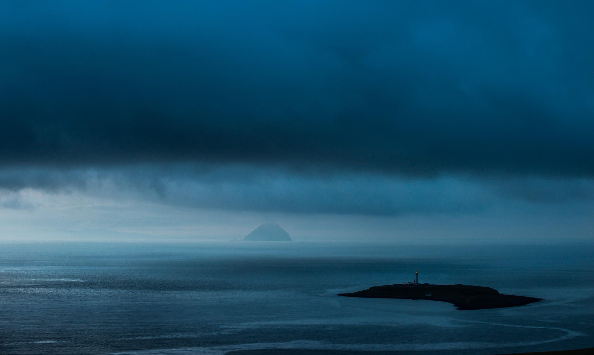 Pladda and Ailsa Craig blue.jpg