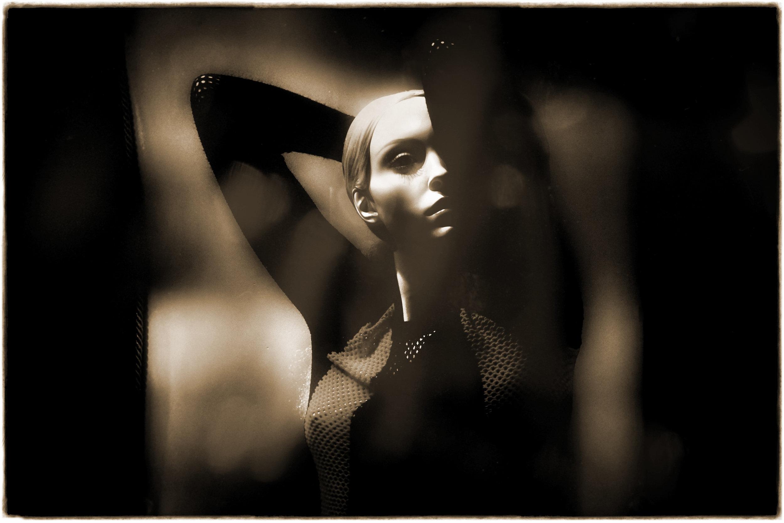 _DSC0289 12x8+SEPIA+Darkerx2+Underground+Ton HiCon Portrait+Ton TofRed-IncSat.jpg