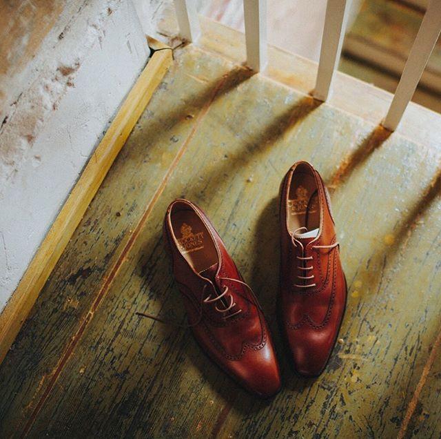Good light. Great shoes.  Little details at @raceandreligious . . . . . #weddingshoes #nolaweddingplanner #weddingdetails #wednola #raceandreligious #neworleanseventplanner #nolaweddingvenue #southernwedding #letsgetwed #thatsdarling #lookslikefilm #nolastyle #dappergroom #followyournola #showmeyournola #letselope
