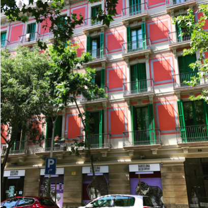 Carrer Muntaner. Typical Modernism apartment block in Eixample.