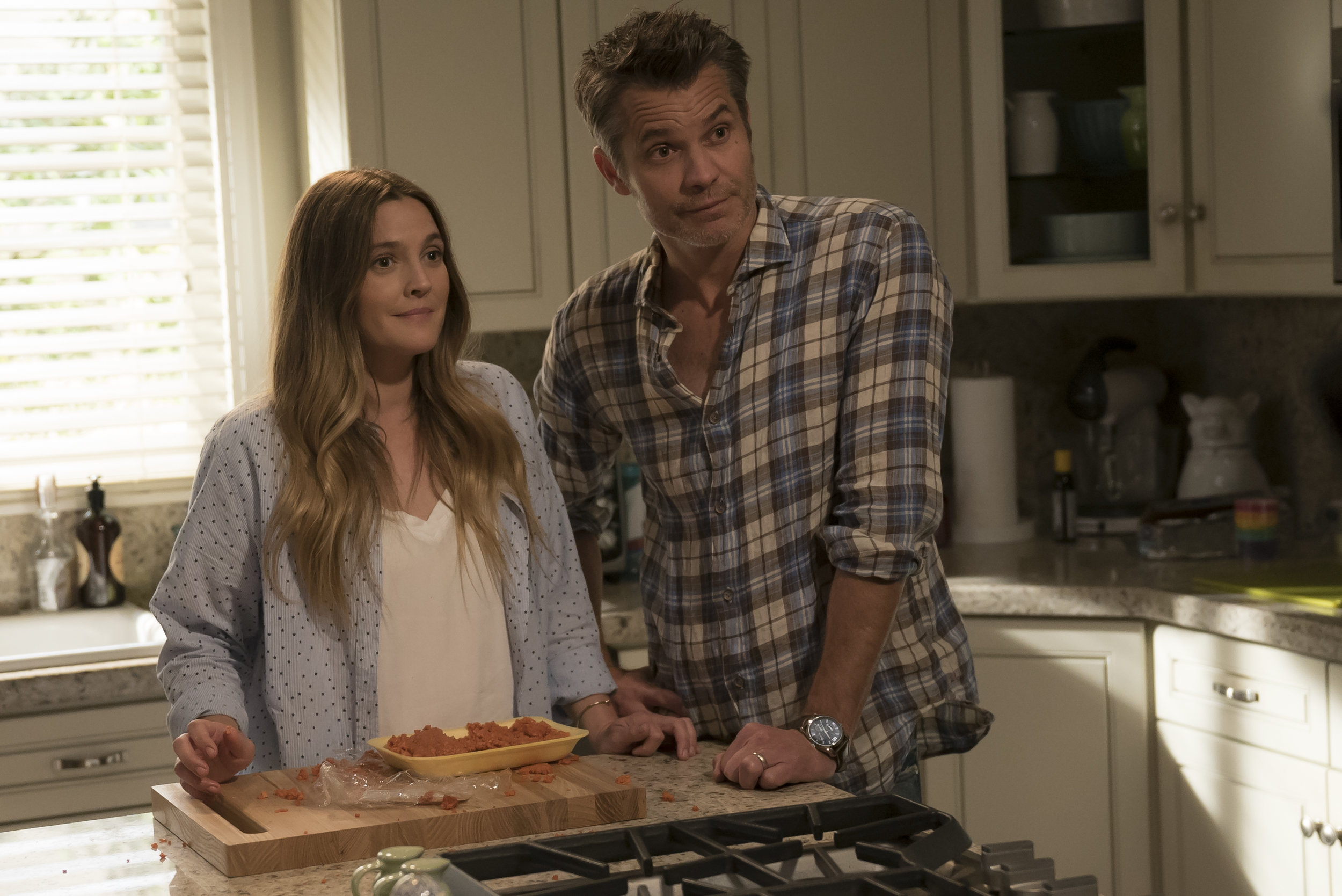 Kitchen Confidential: Drew Barrymore (Sheila) and Timothy Olyphant (Joel) in Netflix's  Santa Clarita Diet