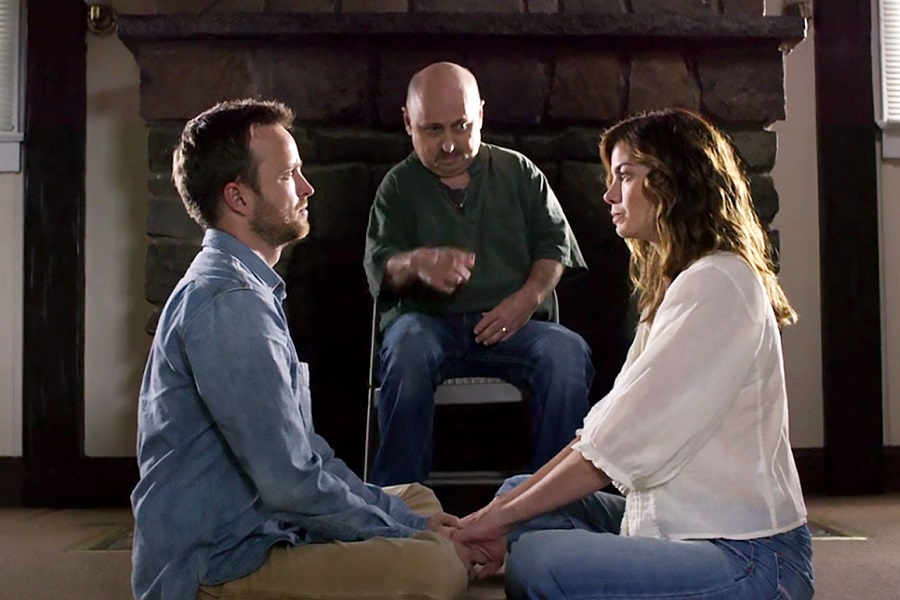 I Saw the Light: Aaron Paul (Eddie), Clark Middleton (Richard) and Michelle Monaghan (Sarah) in Amazon's  The Path