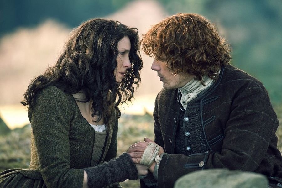 Highland Fling: Catriona Balfe (Claire) and Sam Heughan (Jamie) in Netflix's  Outlander