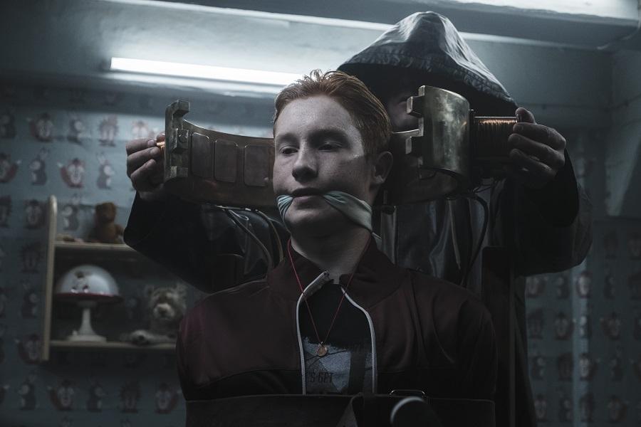 Time After Time: Paul Radom (the imprisoned Erik Obendorf) in Netflix's  Dark