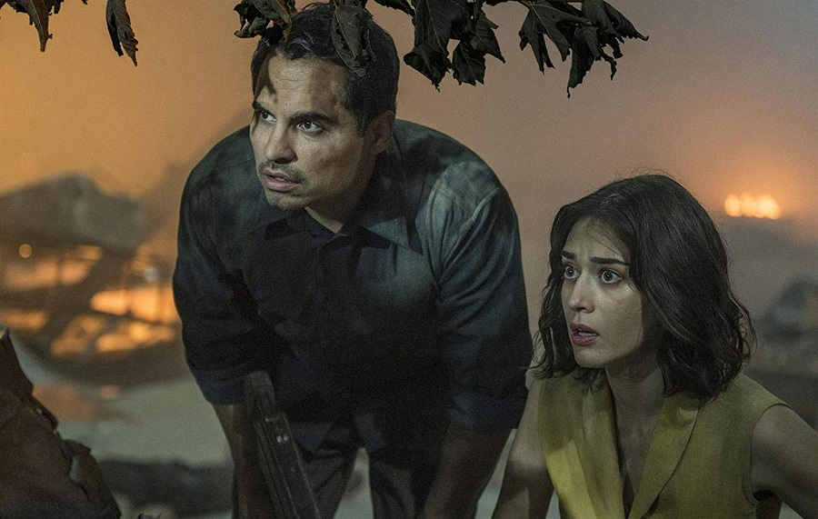 Space Invaders: Michael Pena (Peter) and Lizzy Caplan (Alice) in  Extinction