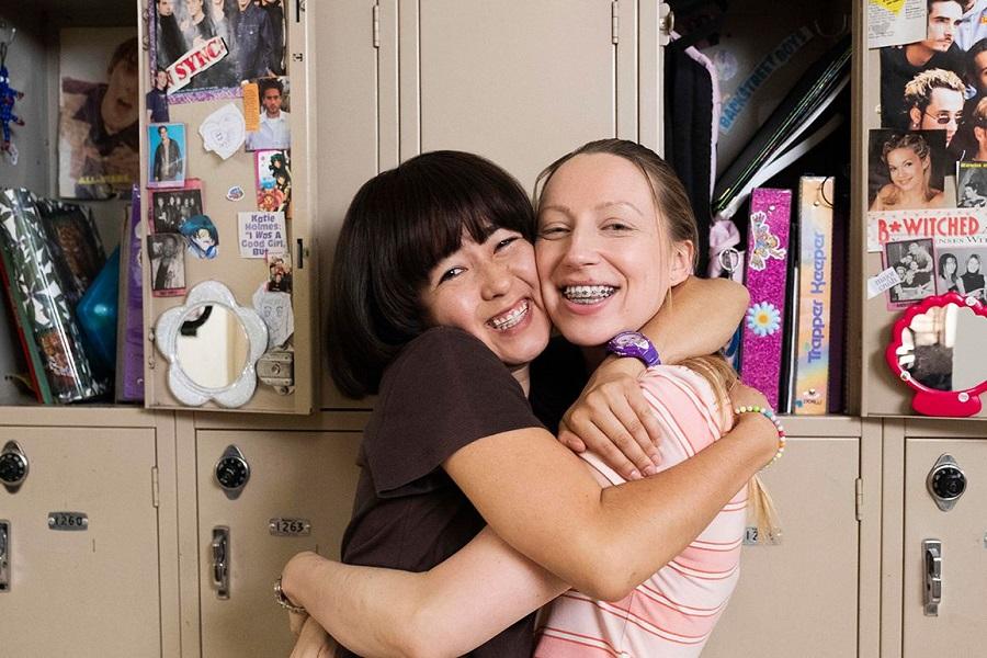 Tight Grip: Maya Erskine (Maya) and Anna Konkle (Anna) in  PEN15