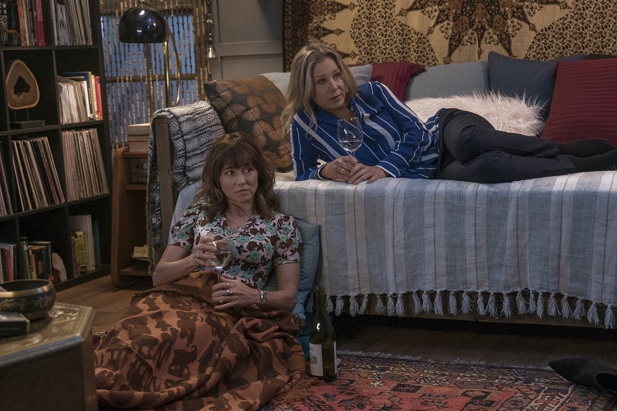 Bottle Service: Linda Cardellini (Judy) and Christina Applegate (Jen) in  Dead to Me