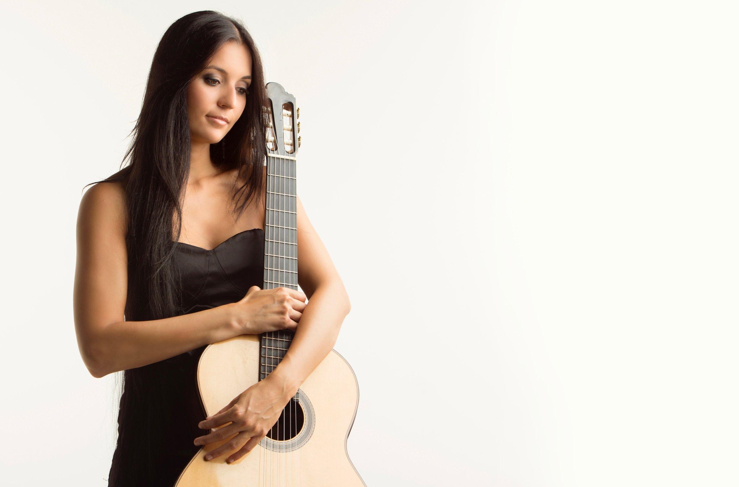 isabel martinez guitar 16.jpg