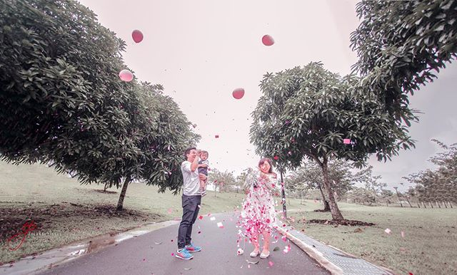 Congratulations to @nadnut and her husband for the upcoming 2nd child, and expecting a baby girl! This gender reveal shoot was a surprise to most of us which we guessed to be a baby boy!