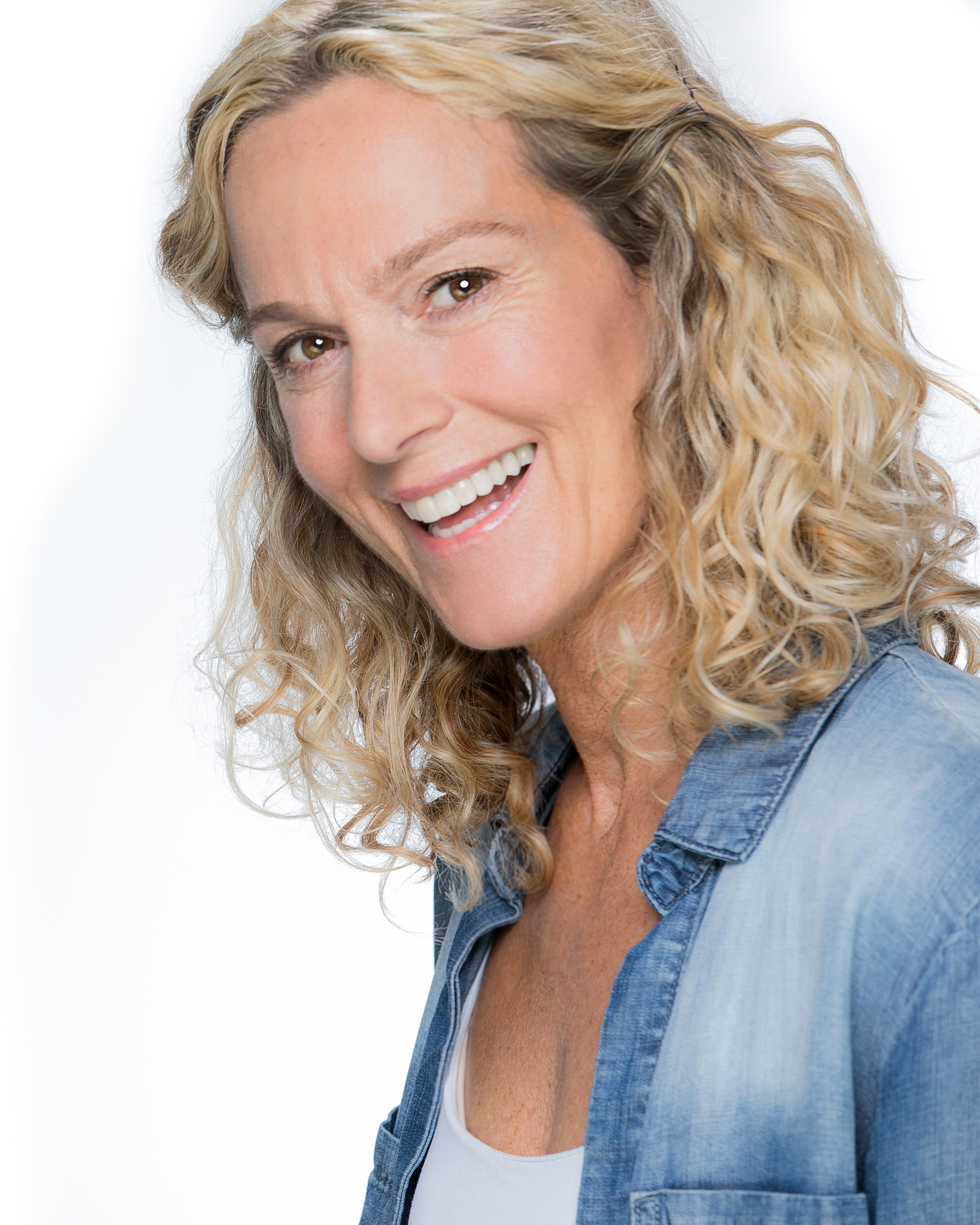 Kim Treacy - Kim is a commercial actress with over twenty years experience.Having trained at Redroofs Theatre School Berkshire for four years Kim spent a further two years studying in Los Angeles at the Van Mar Academy whilst also training with the Stella Adler Conservatory in Hollywood.This gave Kim a wide reach exposure to different training methods and approaches which has contributed to her ongoing success.